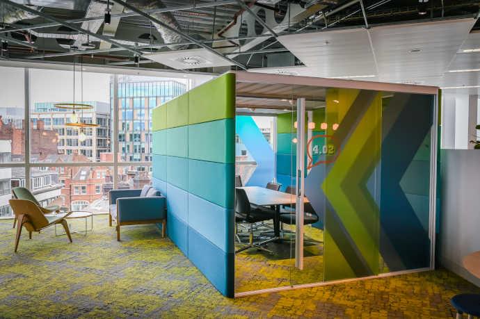 Controllo dell'acustica con mobili per ufficio e design del posto di lavoro acoustic workplace design