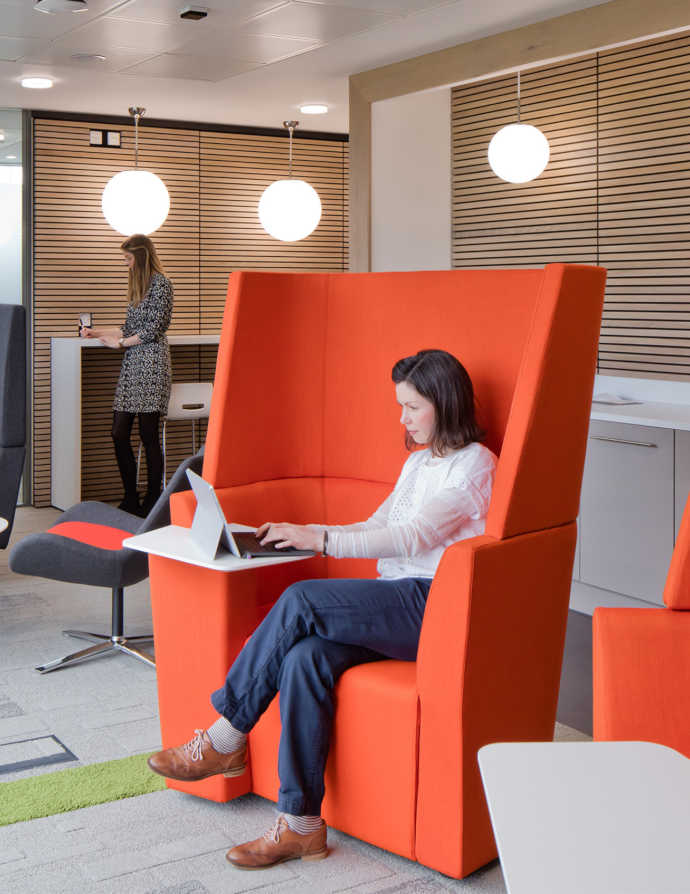 Controllo dell'acustica con mobili per ufficio e design del posto di lavoro acustica in ufficio1