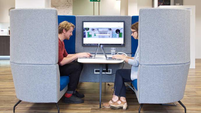 Controllo dell'acustica con mobili per ufficio e design del posto di lavoro divani privacy