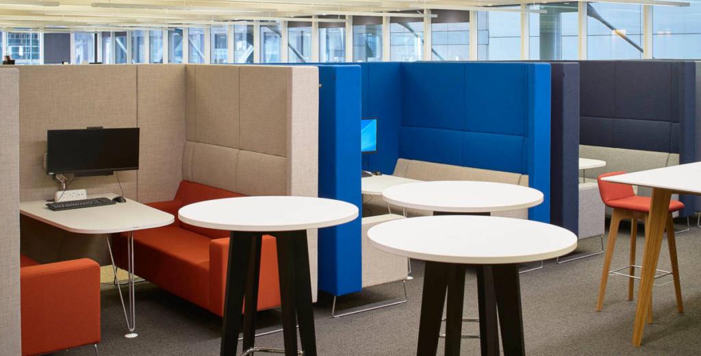 Controllo dell'acustica con mobili per ufficio e design del posto di lavoro schermi per ufficio
